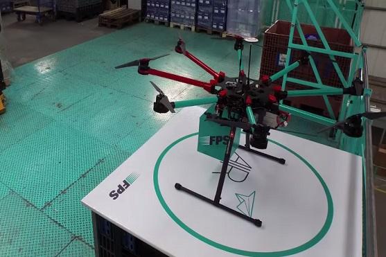 Dron s přihrátkou pro náklad | Zdroj: video