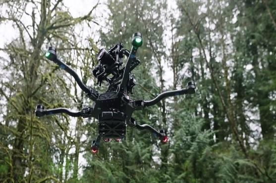 Hexakoptéra ALTA s držákem kamery na horní straně | Zdroj: video