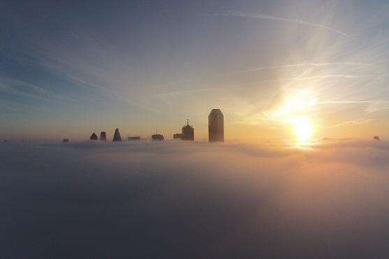 Pohled z dronu na oblaka a mrakodrapy v Dallasu | Zdroj: dji.com