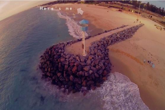 Snímek demonstrující vzdálenost mezi pilotem a dronem | Zdroj: video