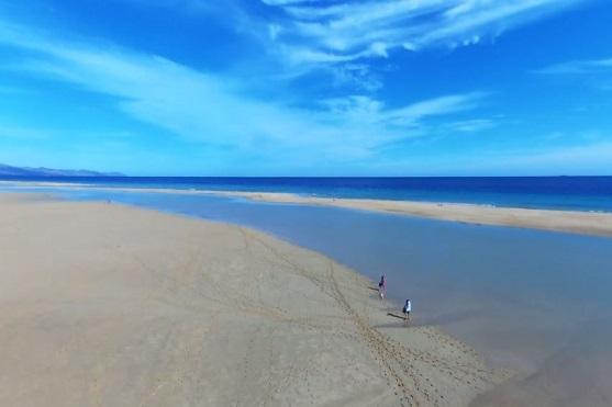 Záběr na pláž na ostrově Fuerteventura | Zdroj: video