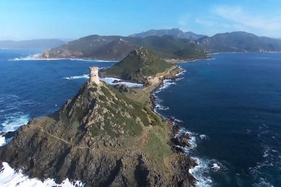 Záběry na pobřeží Korsiky | Zdroj: video