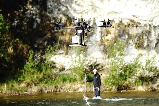 Využití dronu při měření toku řek | Zdroj: precisionlanding.irlock.com