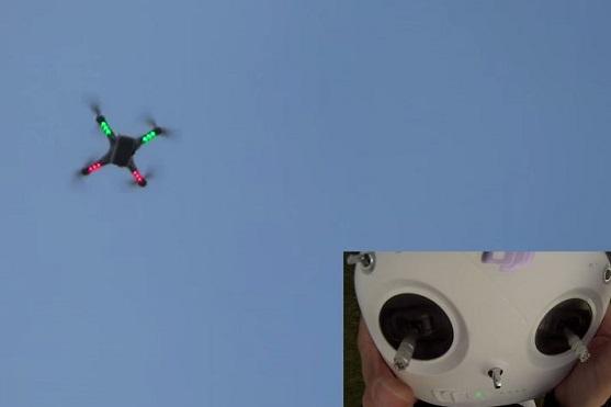 Kvadrokoptéra ve vzduchu těsně před flipem | Zdroj: droncentrum