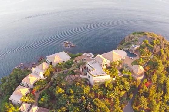 Záběr z dronu na přímořské sídlo | Zdroj: video