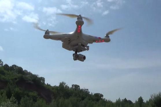 Phantom bez podvozku, s kamerou a kompasem ve vzduchu | Zdroj: droncentrum