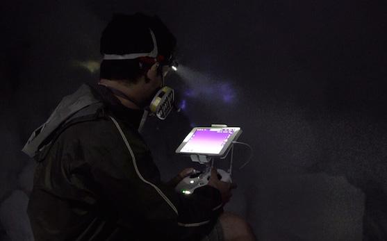 Pilot kvadrokoptéry DJI Phantom 3 Professional | Zdroj: dji.com