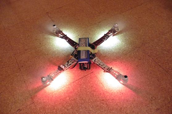 Kvadrokoptéra DJI F450 s novým osvětlením | Zdroj: droncentrum