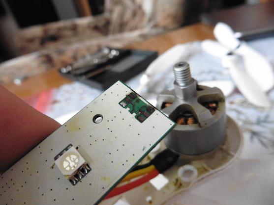 Chybějící SMD svítící prvek | Zdroj: droncentrum