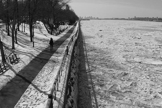 Záběr na zamrzlou řeku Hudson | Zdroj: bencarlsonphoto.com