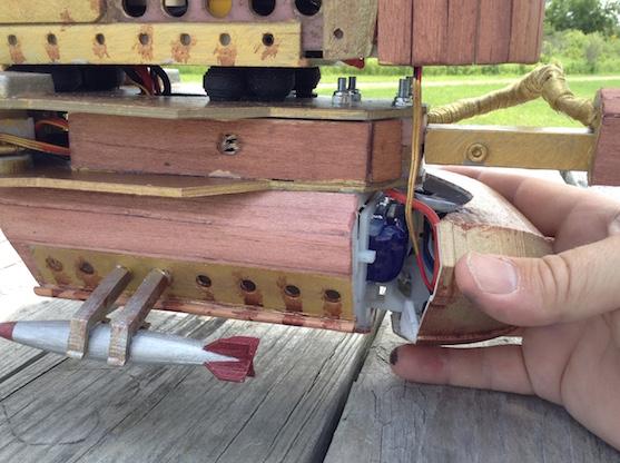 Prostor pro baterii a víko baterie | Zdroj: diydrones.com - Skyview Creative1