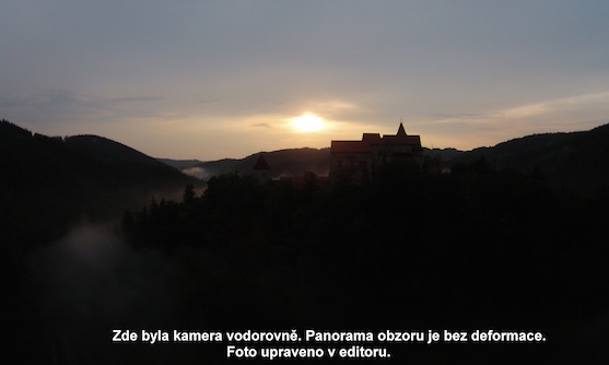 Hrad Pernštejn při západu slunce | Zdroj: droncentrum
