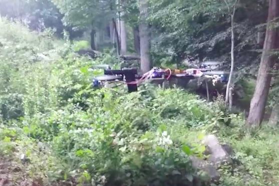 Podomácku vyrobený dron, na kterém je připevněna střelná zbraň - ilustrační foto | Zdroj: video
