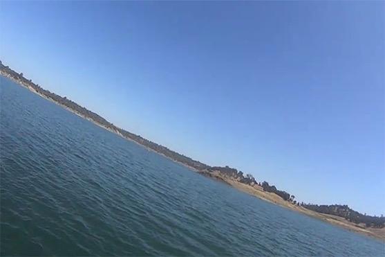 Záběr z dronu pár chvil před tím, než spadl do vody | Zdroj: video