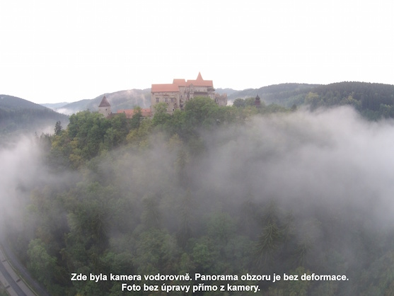 Fotografie hradu Pernštejn bez deformace a úprav | Zdroj: droncentrum