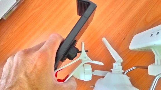 V tuto chvíli ještě nezajištěný držák pro tablet | Zdroj: droncentrum