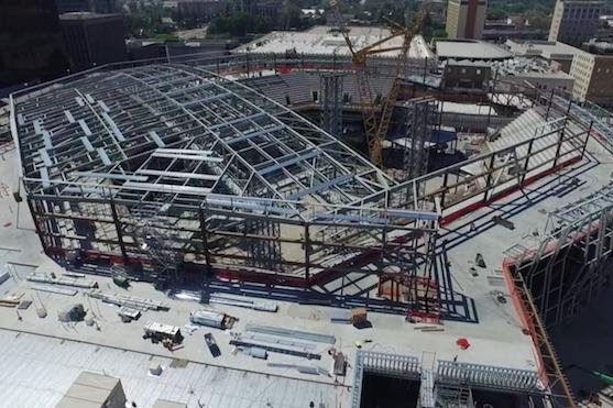 Konstrukce nového stadionu v Sacramentu | Zdroj: video