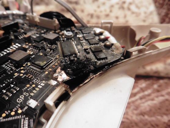 Ohořelá základní deska kvadrokoptéry DJI Phantom 3 Professional | Zdroj: droncentrum
