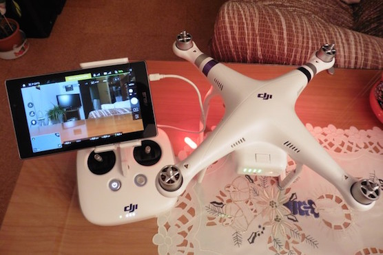 Tablet Asus Zenpad 7 a kvadrokoptéra DJI Phantom 3 Advanced | Zdroj: droncentrum