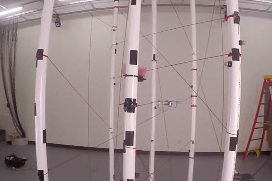 Kvadrokoptéra při demonstraci software pro vyhnutí se překážkám | Zdroj: video