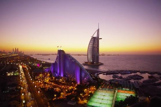 Ilustrační foto - v pozadí hotel Burdž al-Arab | Zdroj: